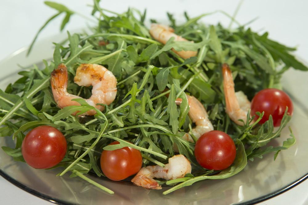 Salata Misticanza cu rosii si creveti